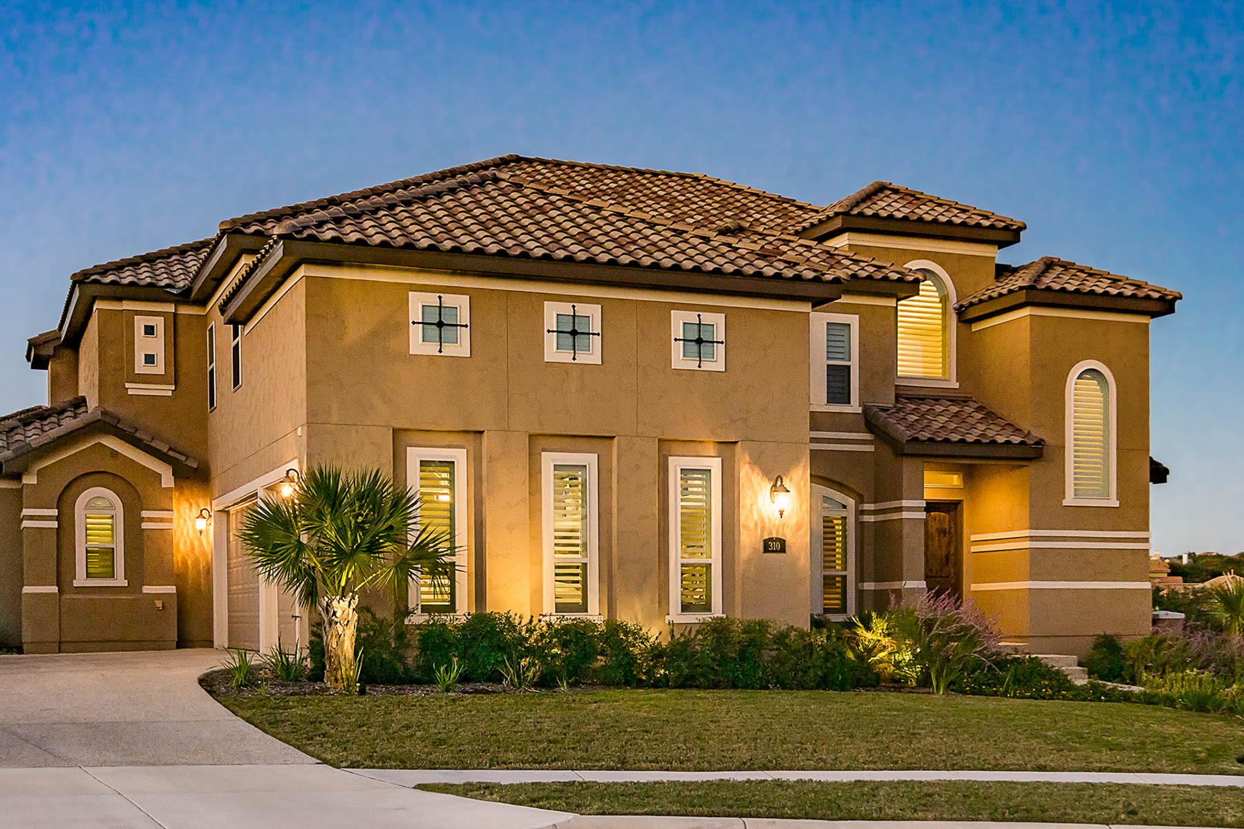 Maison unifamiliale pour l Vente à Stunning Home in Canyon Spring Estates 310 Pleasant Knoll San Antonio, Texas, 78260 États-Unis