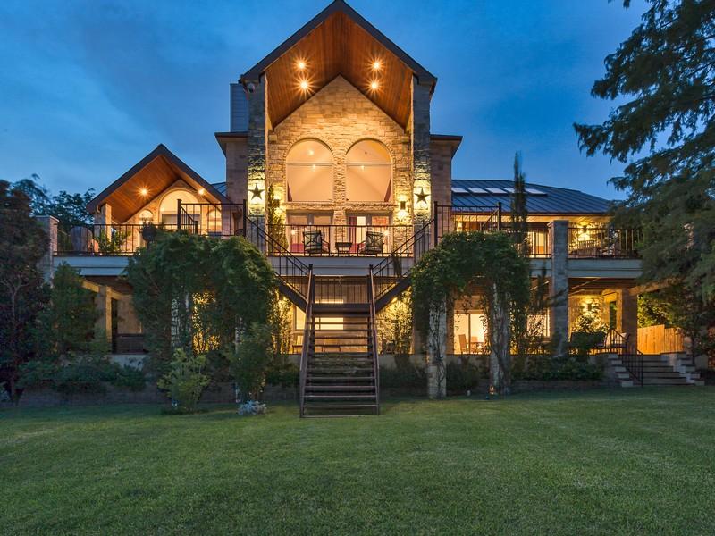 Nhà ở một gia đình vì Bán tại 901 Cat Hollow Club Dr, Spicewood Spicewood, Texas 78669 Hoa Kỳ