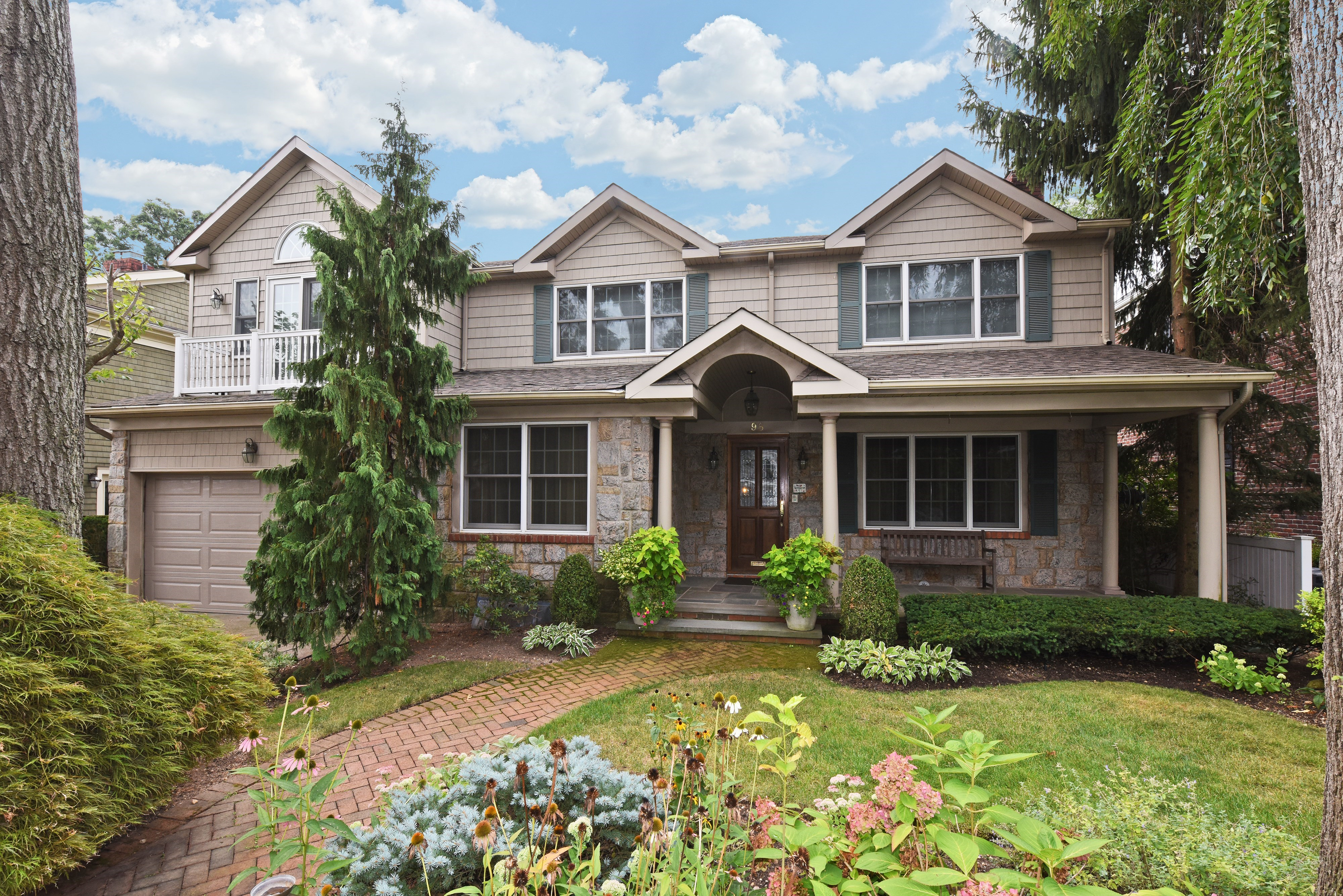 Single Family Home for Sale at Colonial 98 Arrandale Rd Rockville Centre, New York 11570 United States