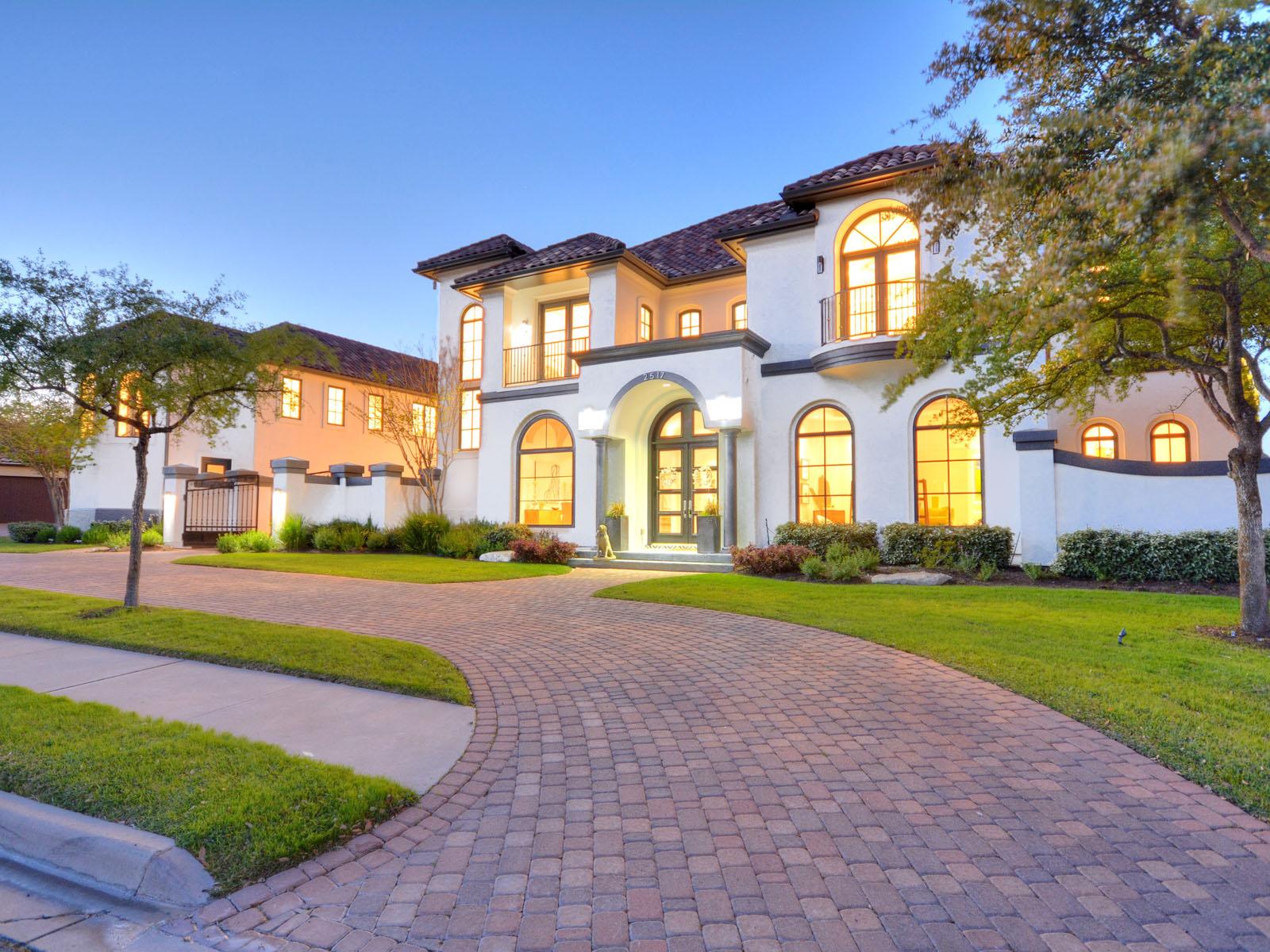 Nhà ở một gia đình vì Bán tại Stunning Santa Barbara-Style Contemporary 2517 Waymaker Way Austin, Texas, 78746 Hoa Kỳ