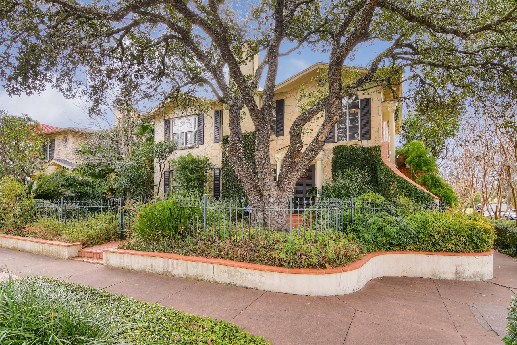 Casa Multifamiliar por un Alquiler en Fantastic Unit in Monte Vista 134 W Summit Ave San Antonio, Texas 78212 Estados Unidos