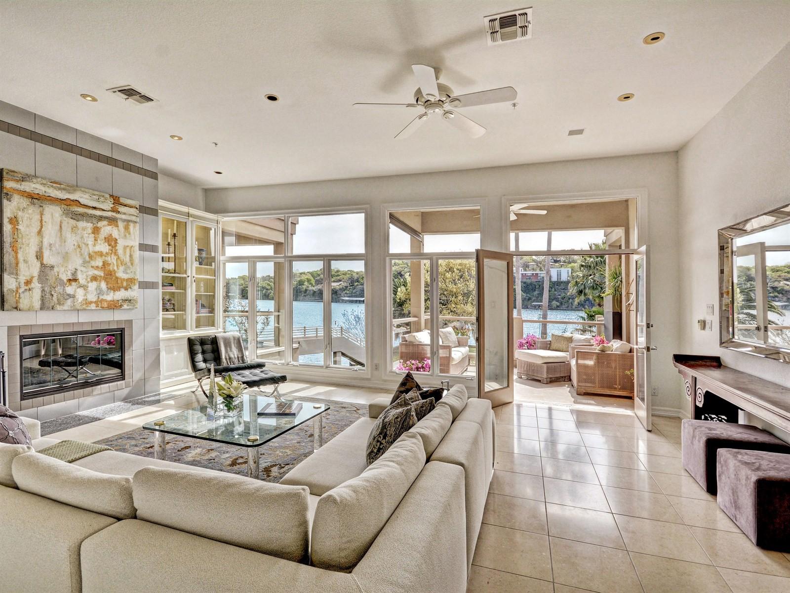 Nhà ở một gia đình vì Bán tại Exquisitely situated on the shores of Lake Austin 2329 Westlake Dr 3 Austin, Texas, 78746 Hoa Kỳ