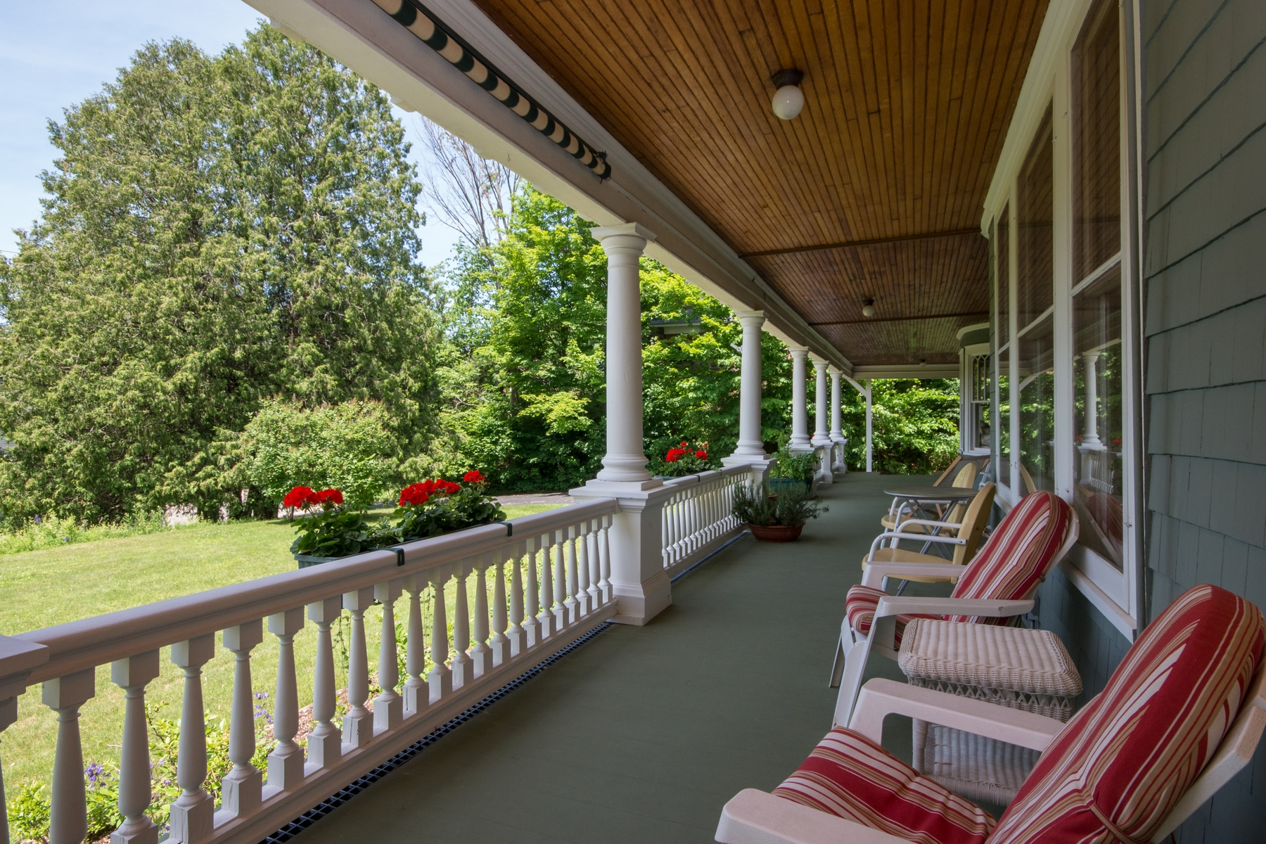 Additional photo for property listing at Franklin Manor 8  Franklin Av Saranac Lake, New York 12983 United States