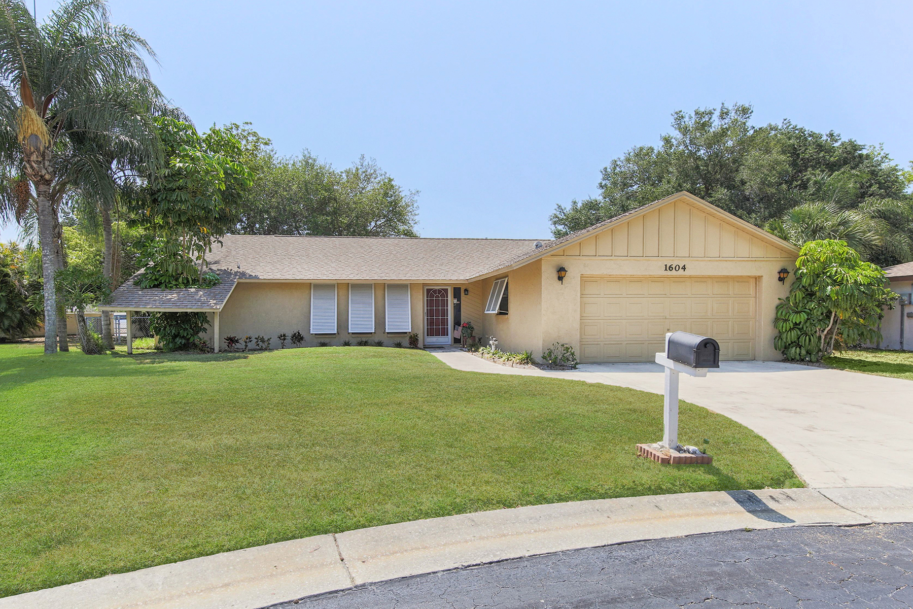 Частный односемейный дом для того Продажа на JACARANDA WEST 1604 Duffy Ct Venice, Флорида, 34293 Соединенные Штаты
