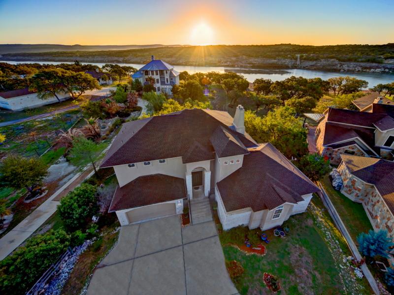 단독 가정 주택 용 매매 에 Lake Travis Waterfront Paradise 23516 Paradise Cv Marble Falls, 텍사스 78654 미국