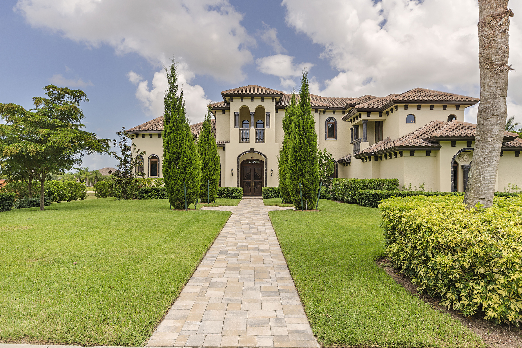 Single Family Home for Sale at QUAIL WEST 6279 Highcroft Dr Naples, Florida 34119 United States