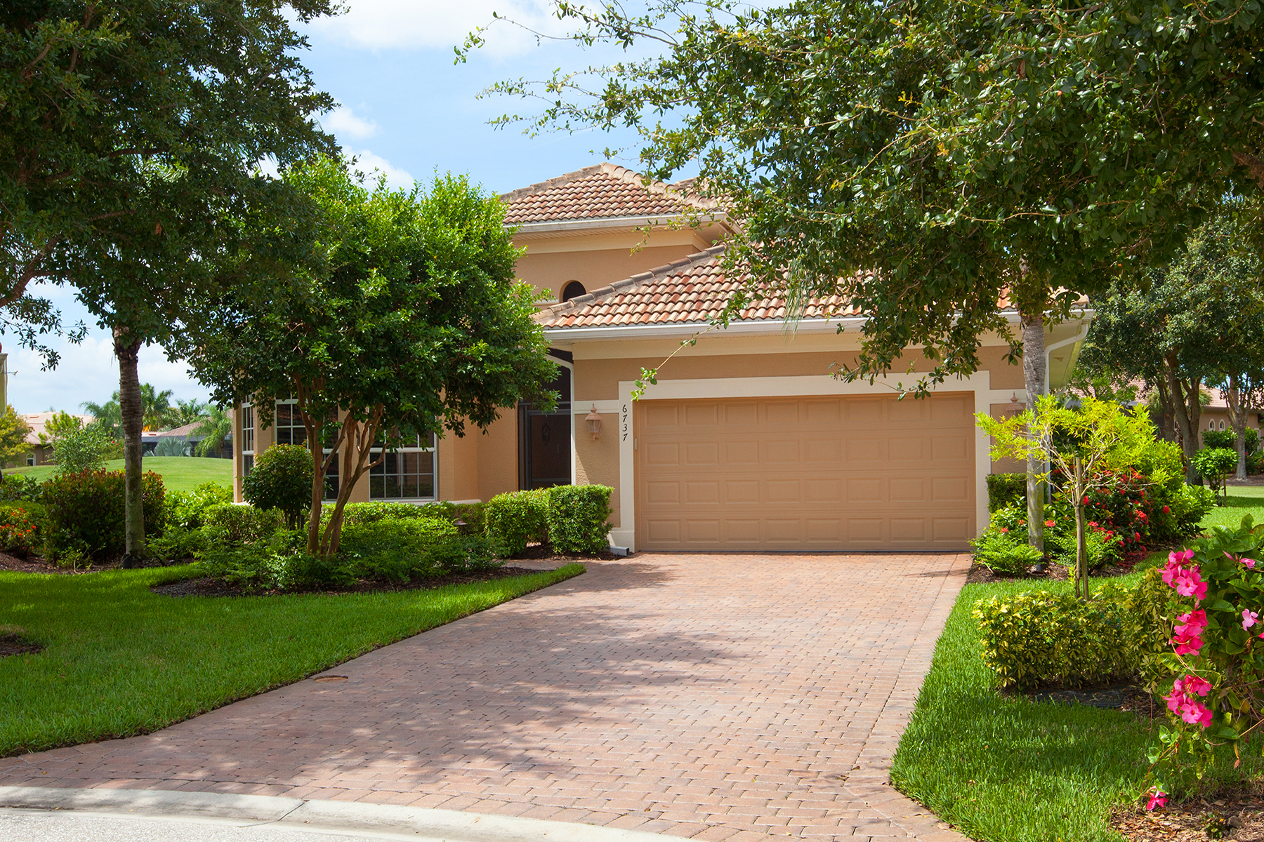 Single Family Home for Sale at LELY RESORT - MASTERS RESERVE 6737 Bent Grass Dr Naples, Florida 34113 United States