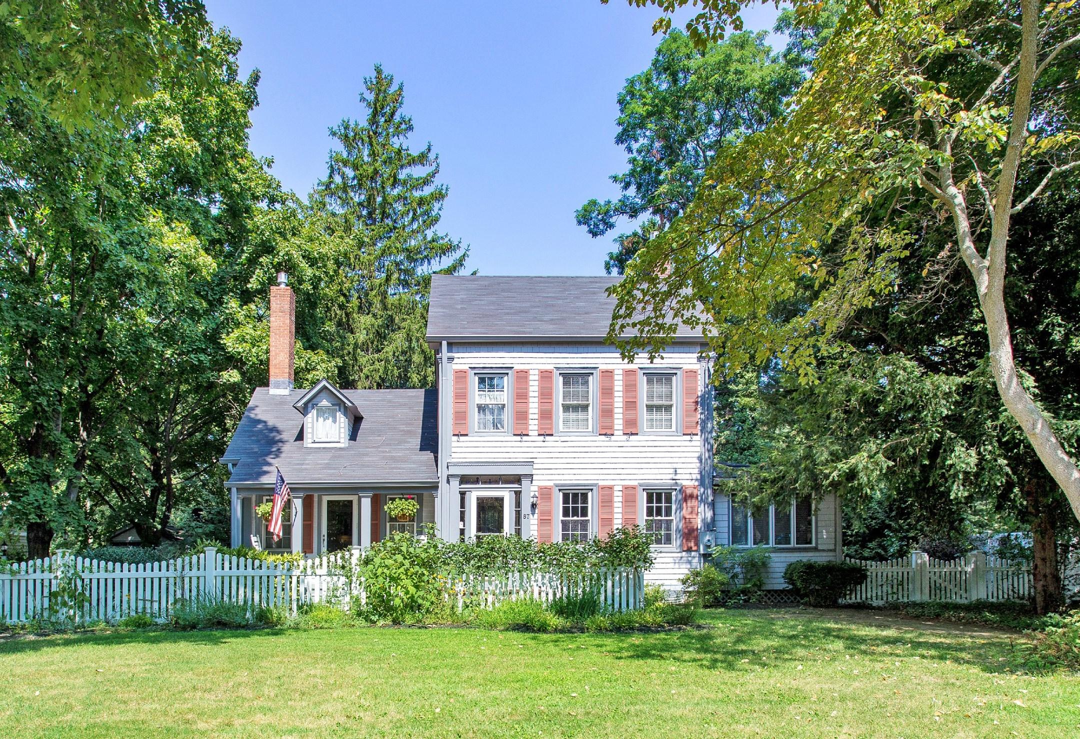 Einfamilienhaus für Verkauf beim Charming Restored Home 87 Old Post Rd East Setauket, New York, 11733 Vereinigte Staaten