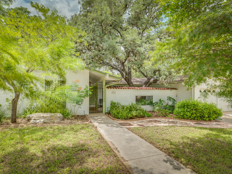 Single Family Home for Sale at Great Home in Colonies North 3307 Litchfield Dr San Antonio, Texas 78230 United States