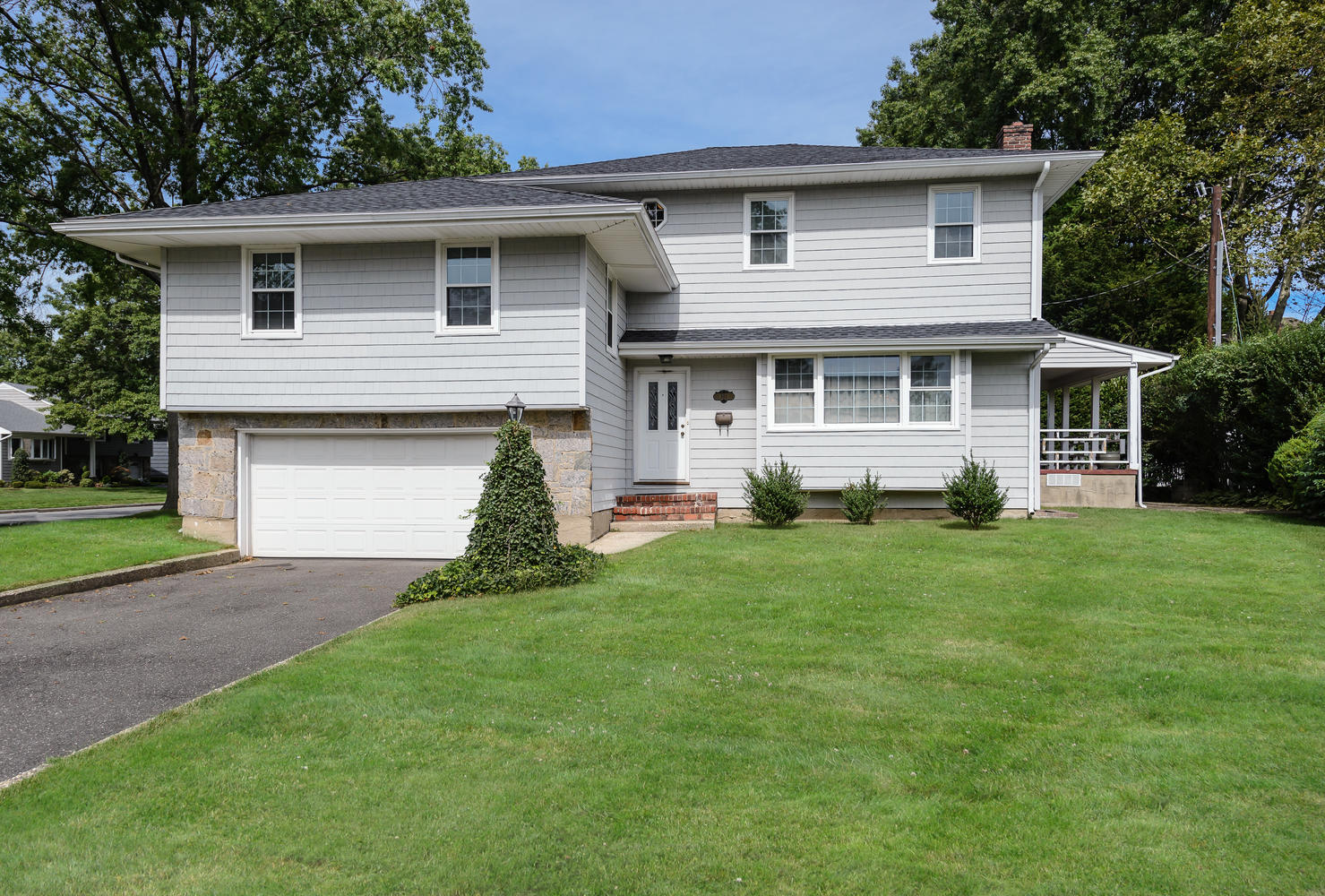 Single Family Home for Sale at Split 101 Mulberry Ave Garden City, New York, 11530 United States