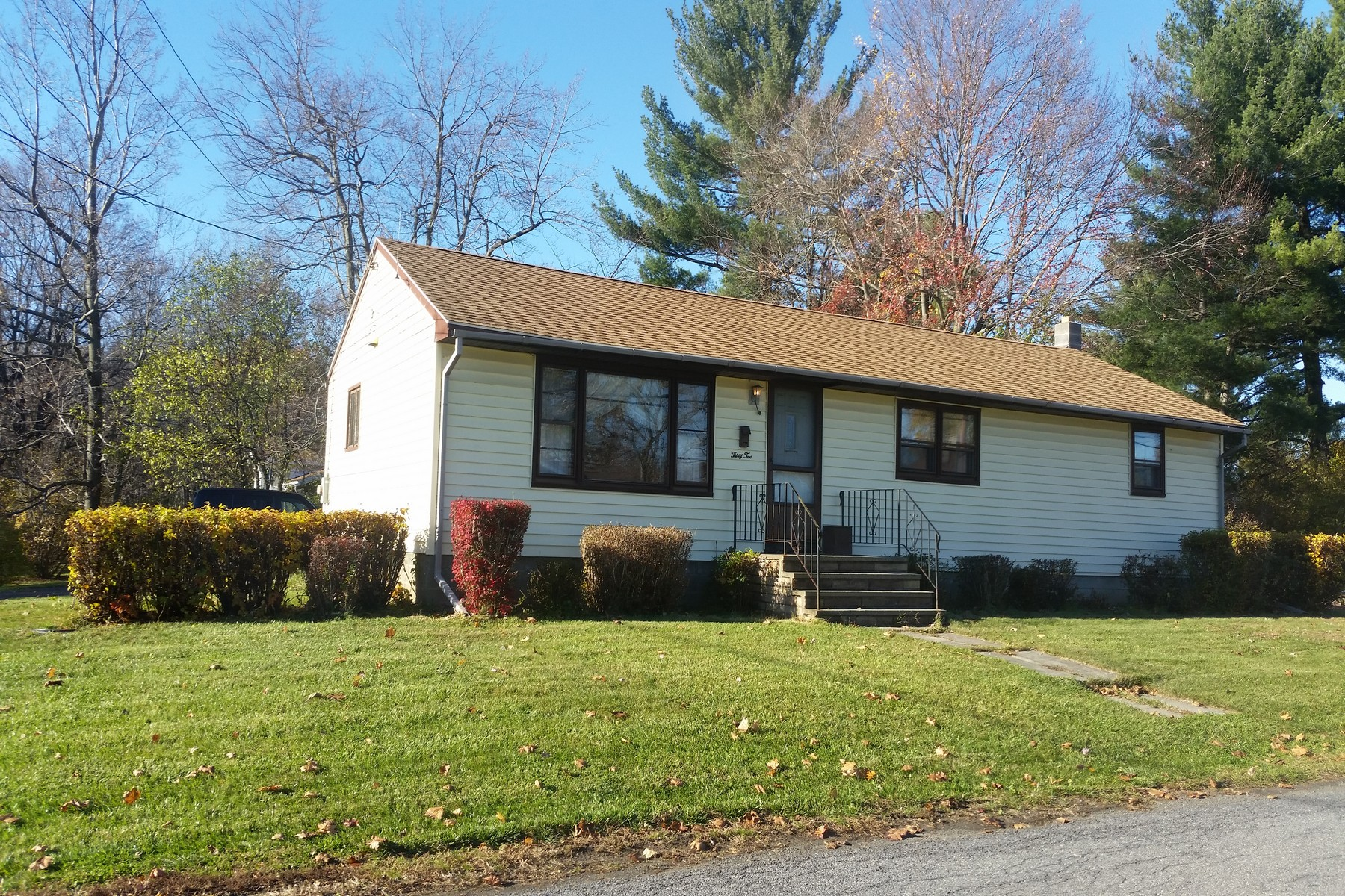 Single Family Home for Sale at Weekend Warrior Special 32 Corliss Av Rensselaer, New York 12144 United States