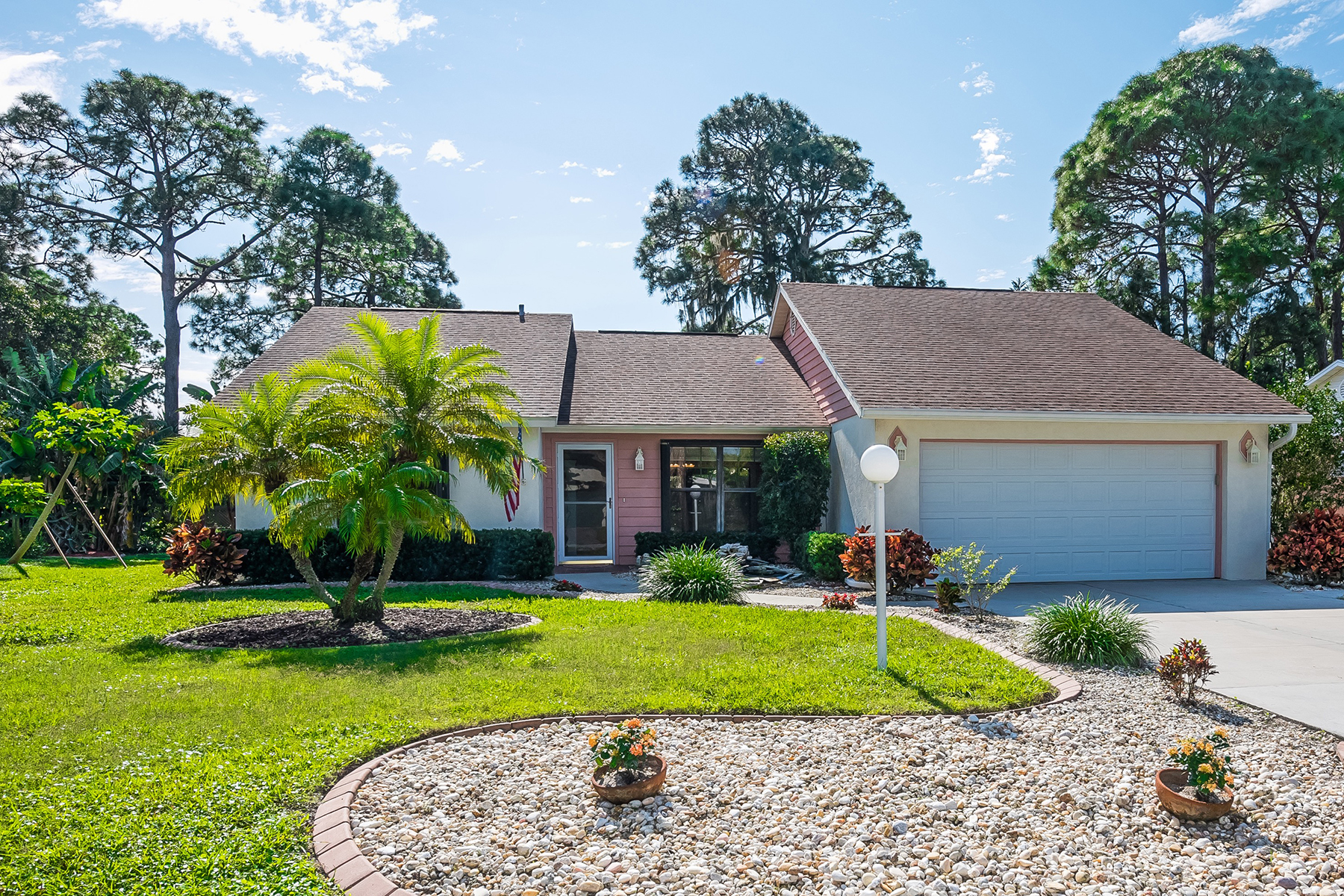 Single Family Home for Sale at LAUREL PINES 124 Shady Pine Ln Nokomis, Florida 34275 United States