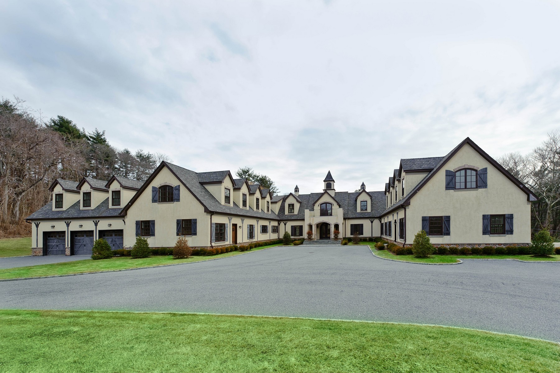 Single Family Home for Sale at Colonial 15 High Ridge Ln Matinecock, New York, 11560 United States