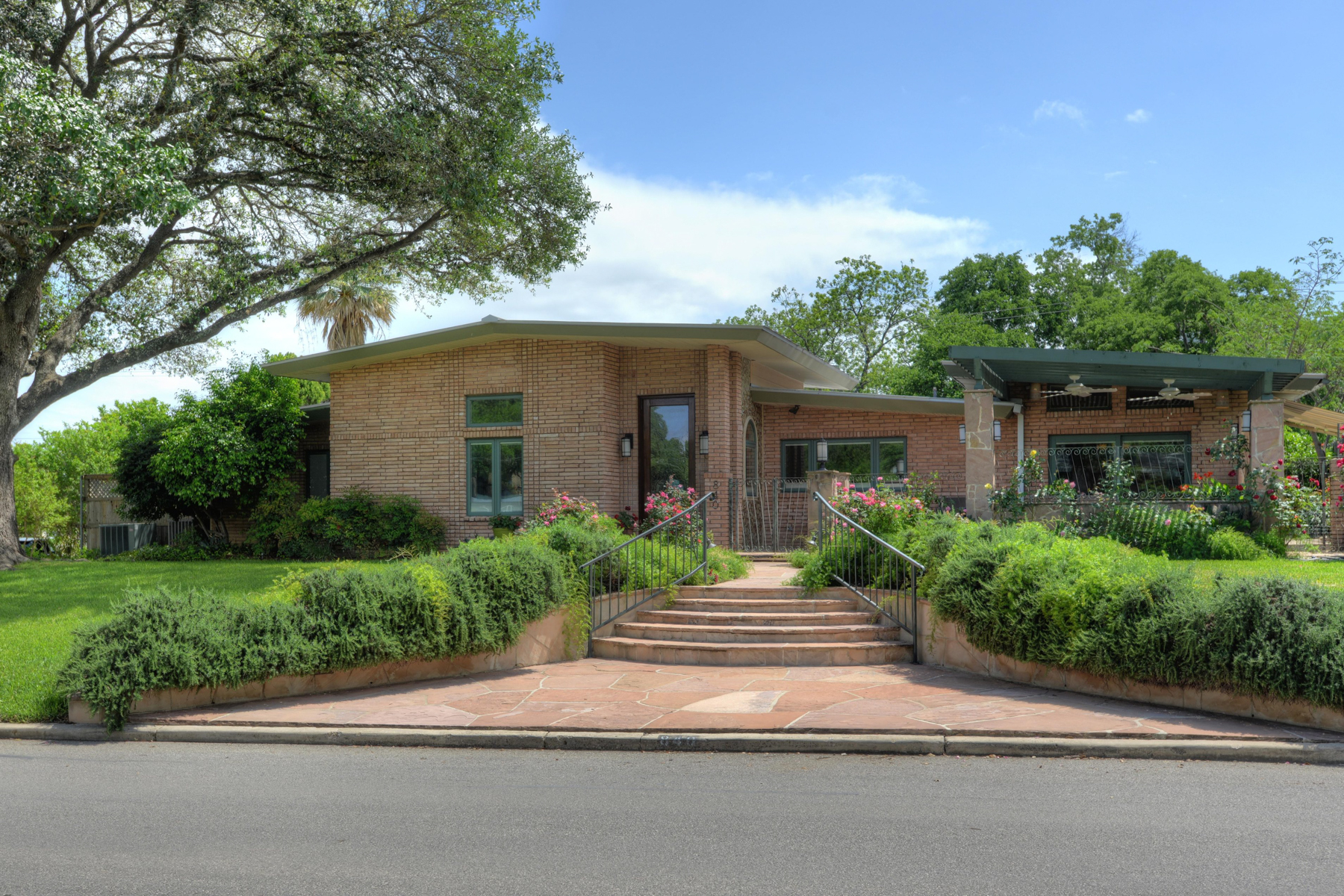 Single Family Home for Sale at Custom Home in Terrell Hills 840 Canterbury Hill San Antonio, Texas 78209 United States