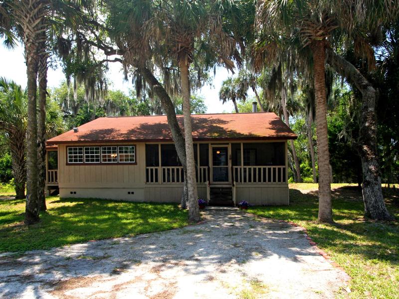 Single Family Home for Sale at GENEVA 4259 Lake Harney Cir Geneva, Florida, 32732 United States