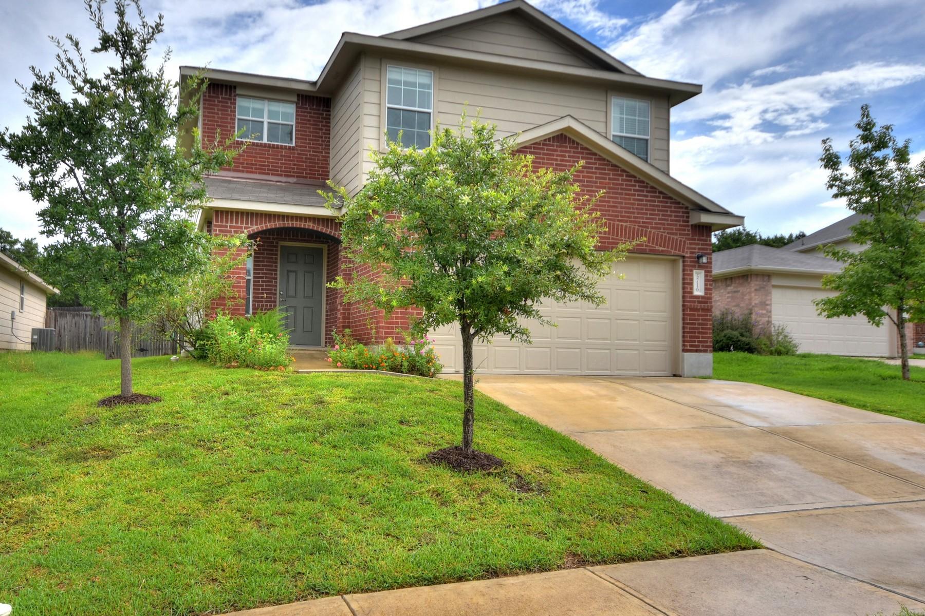 Casa Unifamiliar por un Venta en Affordable 2 Story Home with Convenient Location 5716 Elk Xing Austin, Texas 78724 Estados Unidos
