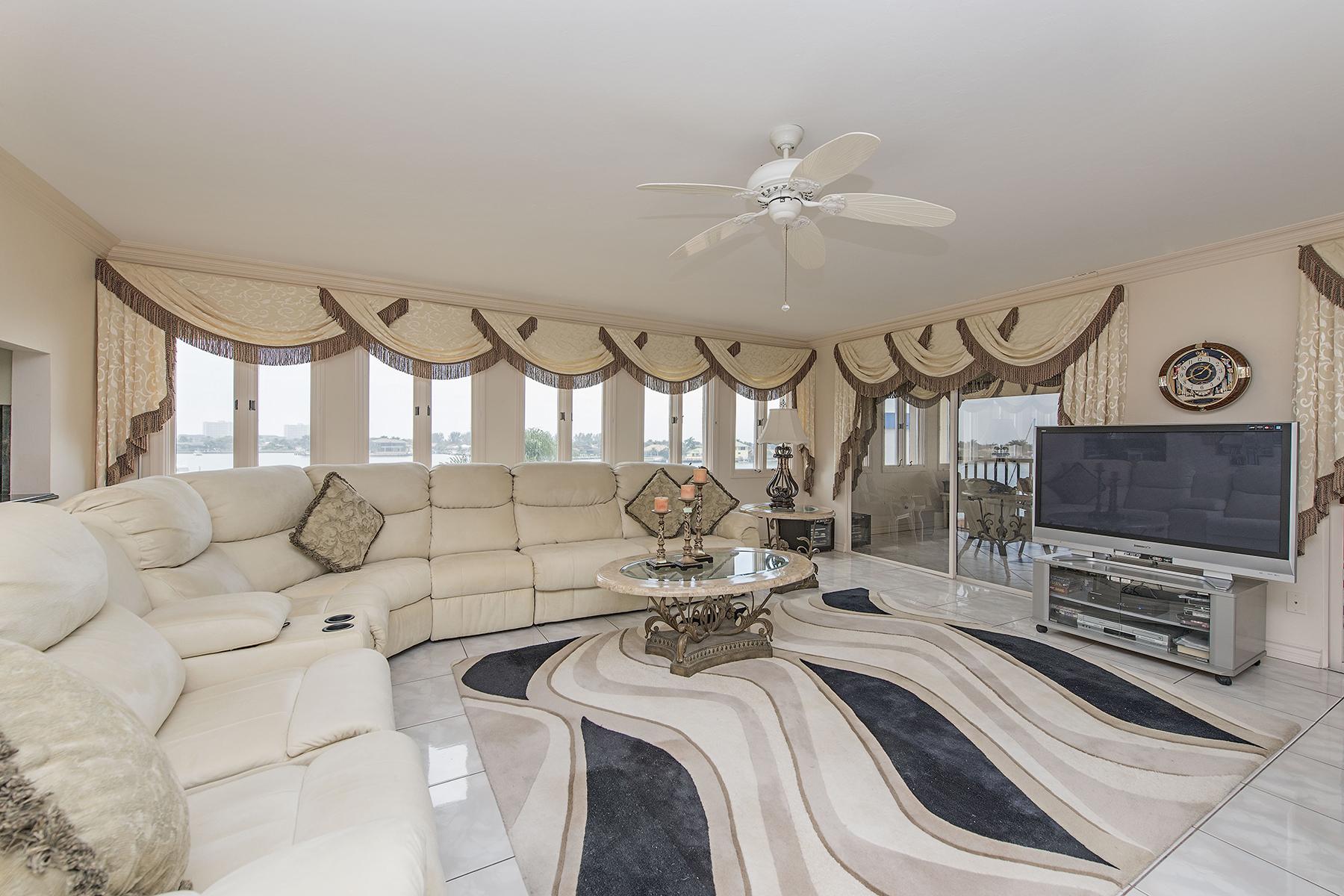 Nhà chung cư vì Bán tại MARCO ISLAND - SMOKEHOUSE HARBOUR 730 W Elkcam Cir 401 Marco Island, Florida 34145 Hoa Kỳ
