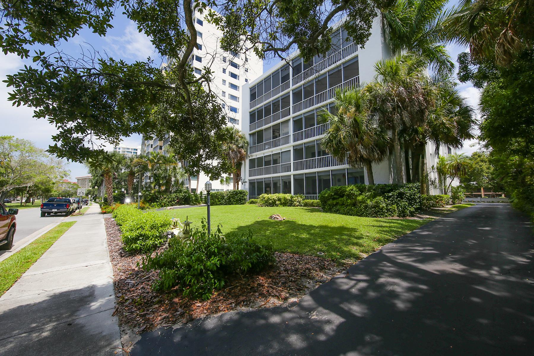 Eigentumswohnung für Verkauf beim VERSAILLES 605 S Gulfstream Ave 2C Sarasota, Florida 34236 Vereinigte Staaten