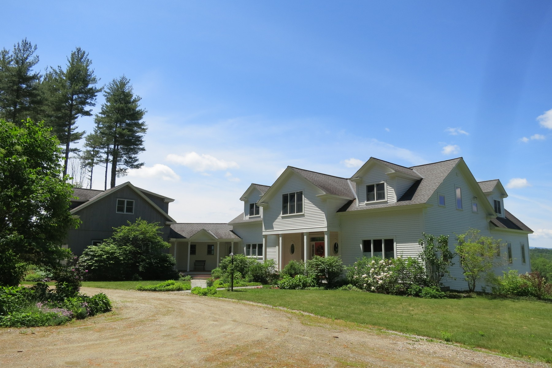 Single Family Home for Sale at 2070 Under The Mountain Road, Londonderry 2070 Under The Mountain Rd Londonderry, Vermont, 05155 United States