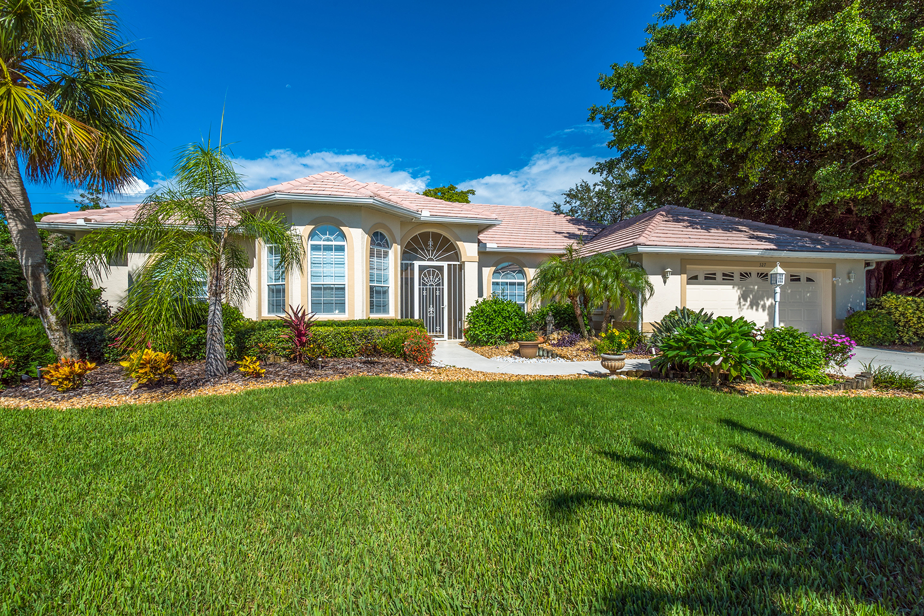 Single Family Home for Sale at SHORE OAKS 327 Dulmer Dr Nokomis, Florida, 34275 United States