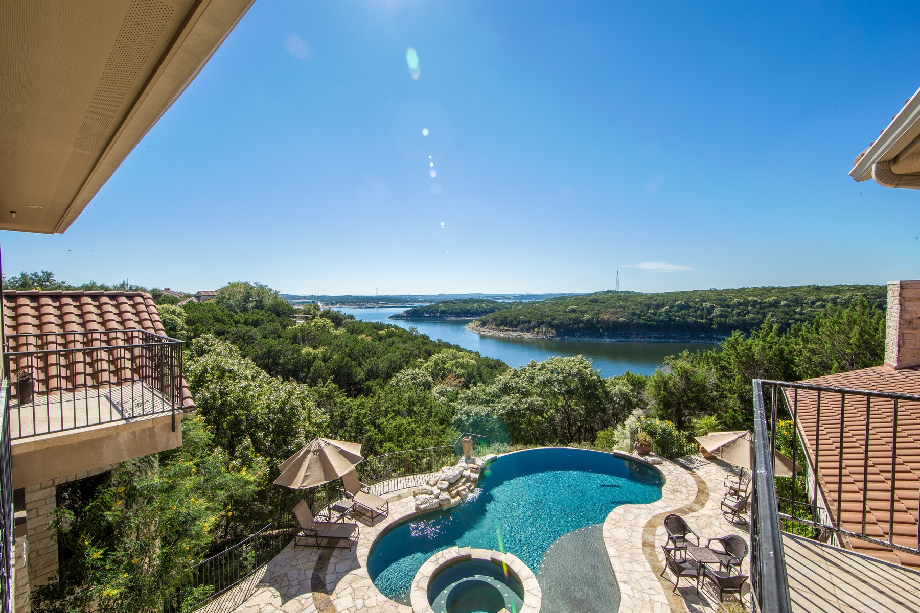 Additional photo for property listing at French Chateau on 3.425 Acres and Lake Travis 17911 Breakwater Dr Jonestown, Texas 78645 Estados Unidos