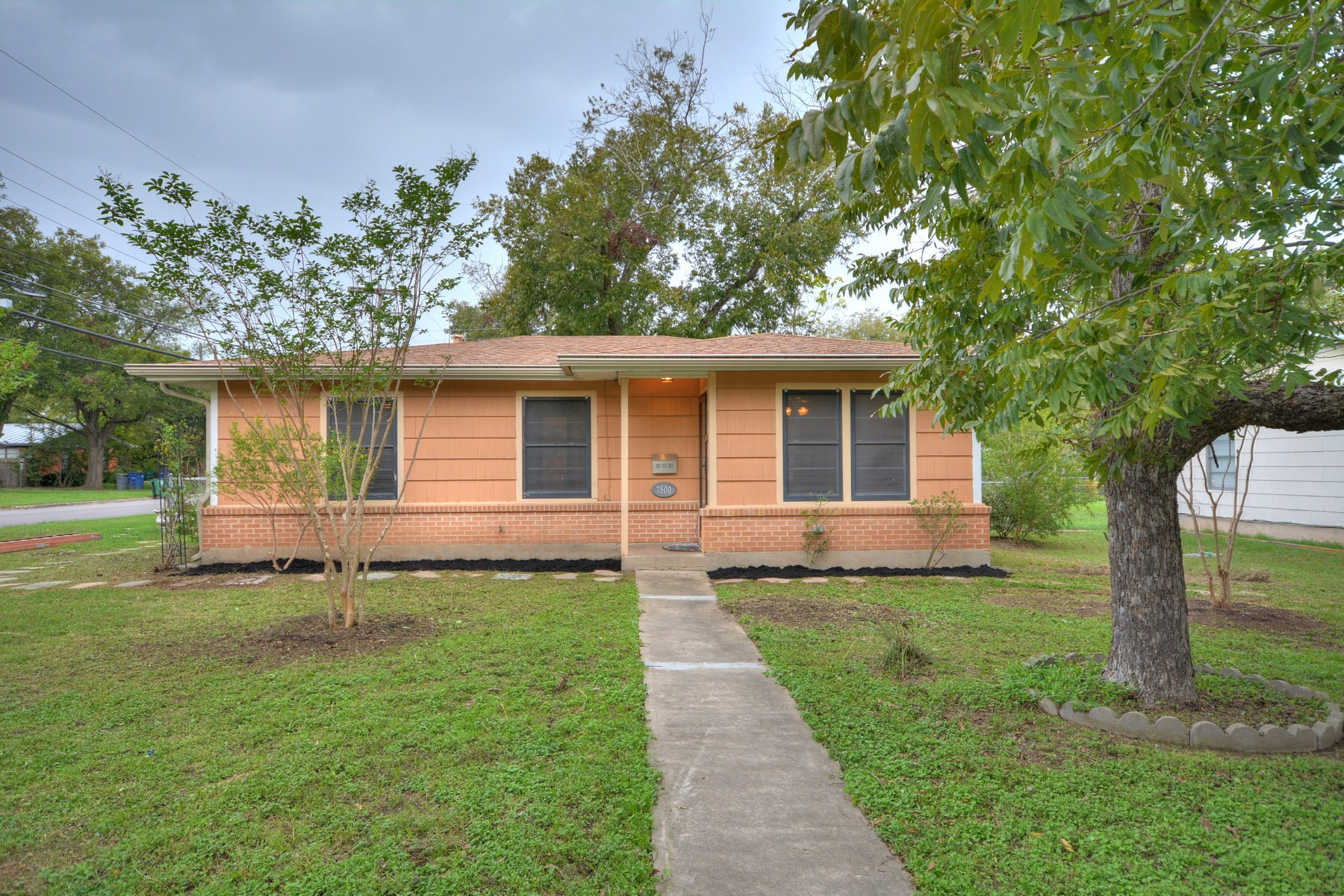 Single Family Home for Sale at Great Starter Home 7500 Saint Louis St Austin, Texas 78757 United States