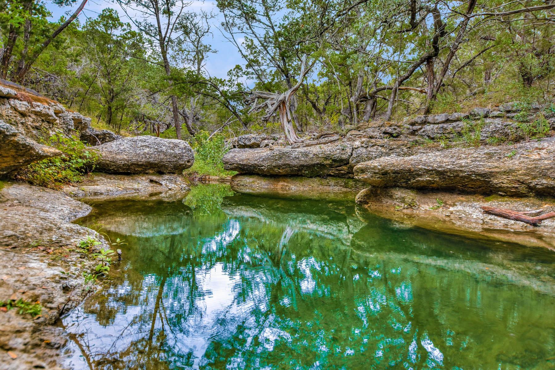 Terreno por un Venta en Five Breathtaking Lots in Clearwater Estates 944 Flaman Rd C Canyon Lake, Texas 78133 Estados Unidos