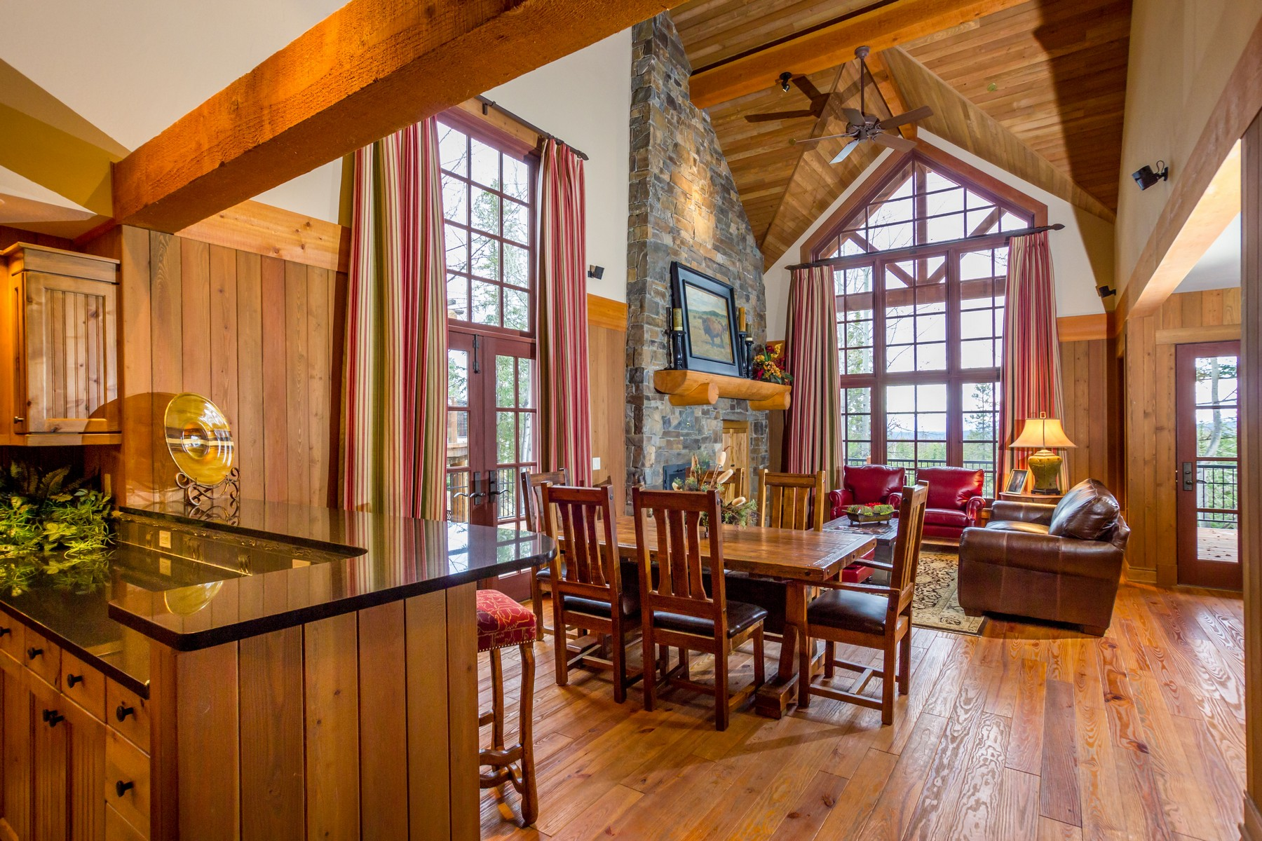 Piso por un Venta en Iron Horse Cabin Overlooking the 18th Fairway 2225 Larkspur Ln Whitefish, Montana, 59937 Estados Unidos