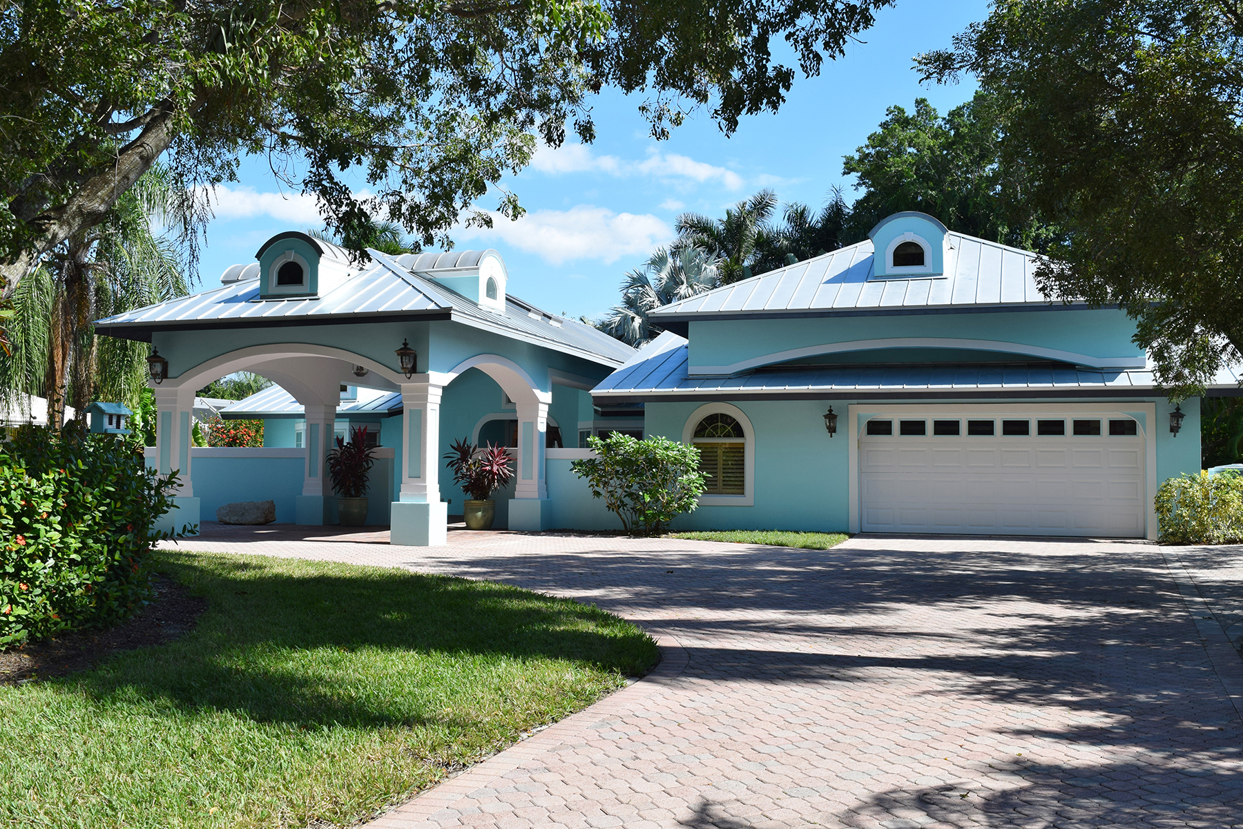 Single Family Home for Sale at PARK SHORE 700 Old Trail Dr Naples, Florida, 34103 United States
