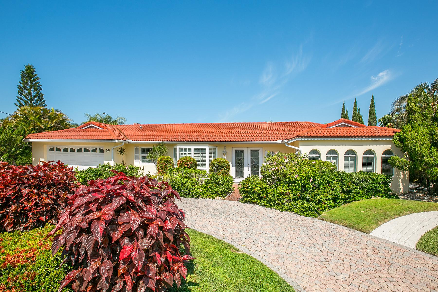 Maison unifamiliale pour l Vente à COUNTRY CLUB SHORES 561 Halyard Ln Longboat Key, Florida 34228 États-Unis
