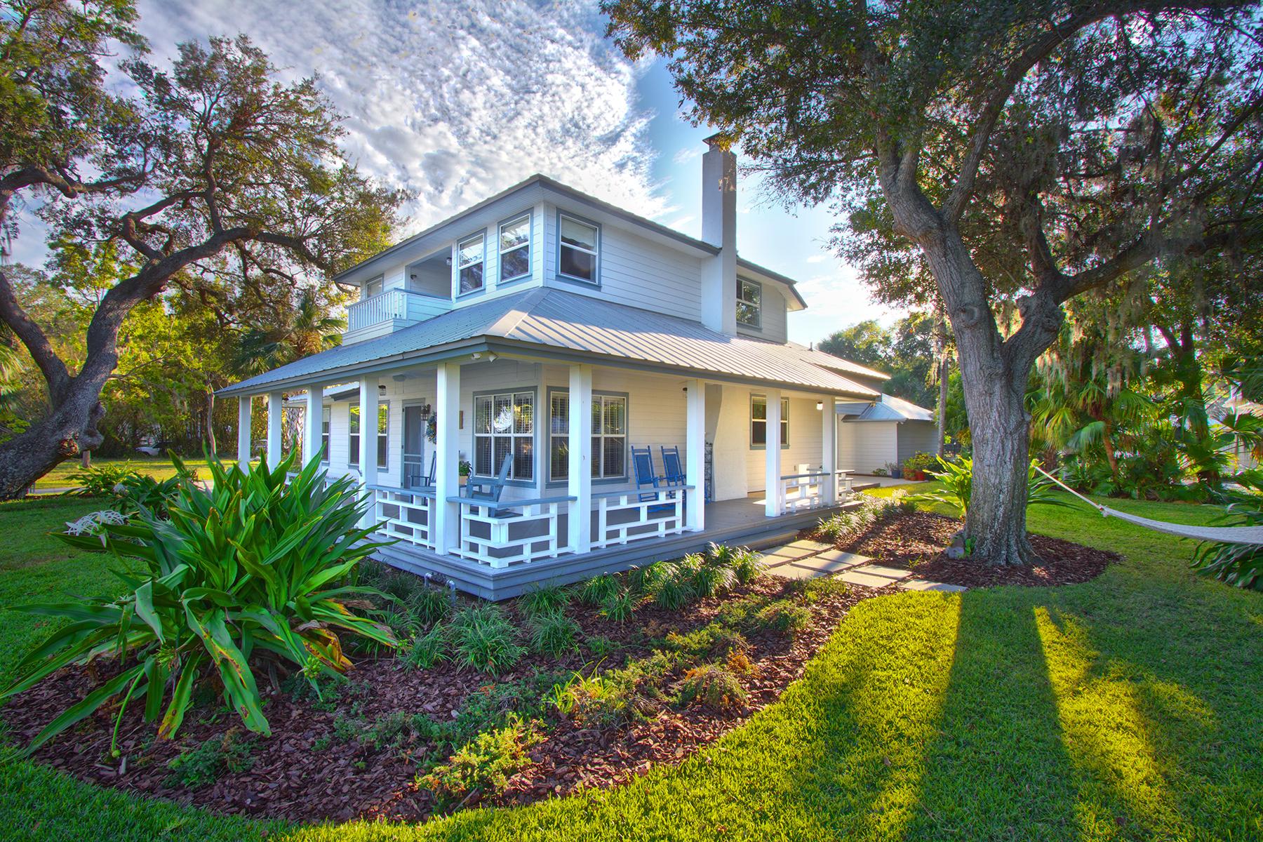 Maison unifamiliale pour l Vente à NEW SMYRNA BEACH 602 N Riverside Dr New Smyrna Beach, Florida, 32168 États-Unis