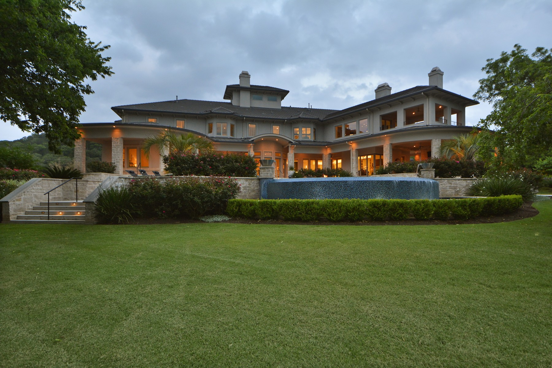 Additional photo for property listing at Modern 6.8 acre Lake Austin Waterfront Estate 14800 Flat Top Ranch Rd Austin, Texas 78732 Estados Unidos