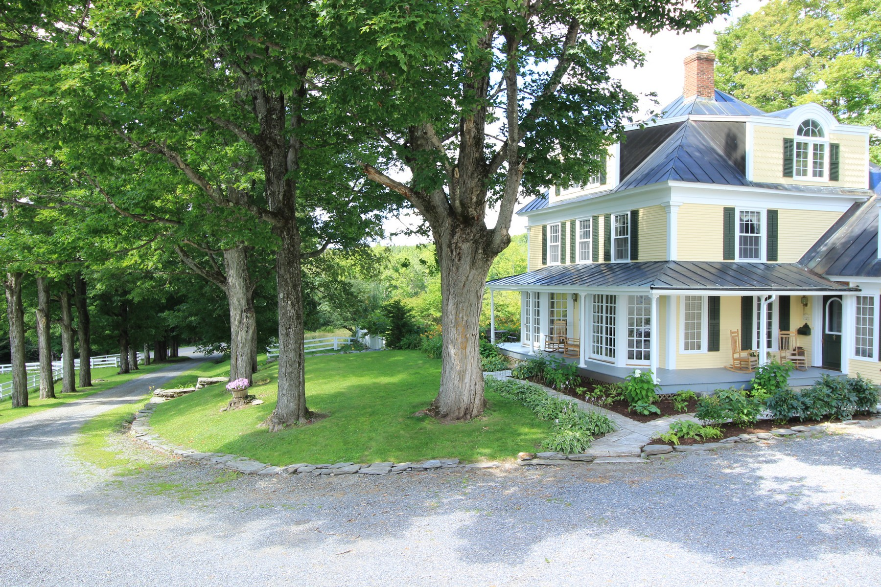 Casa Unifamiliar por un Venta en 77 Maple Lane, Glover 77 Maple Ln Glover, Vermont 05875 Estados Unidos