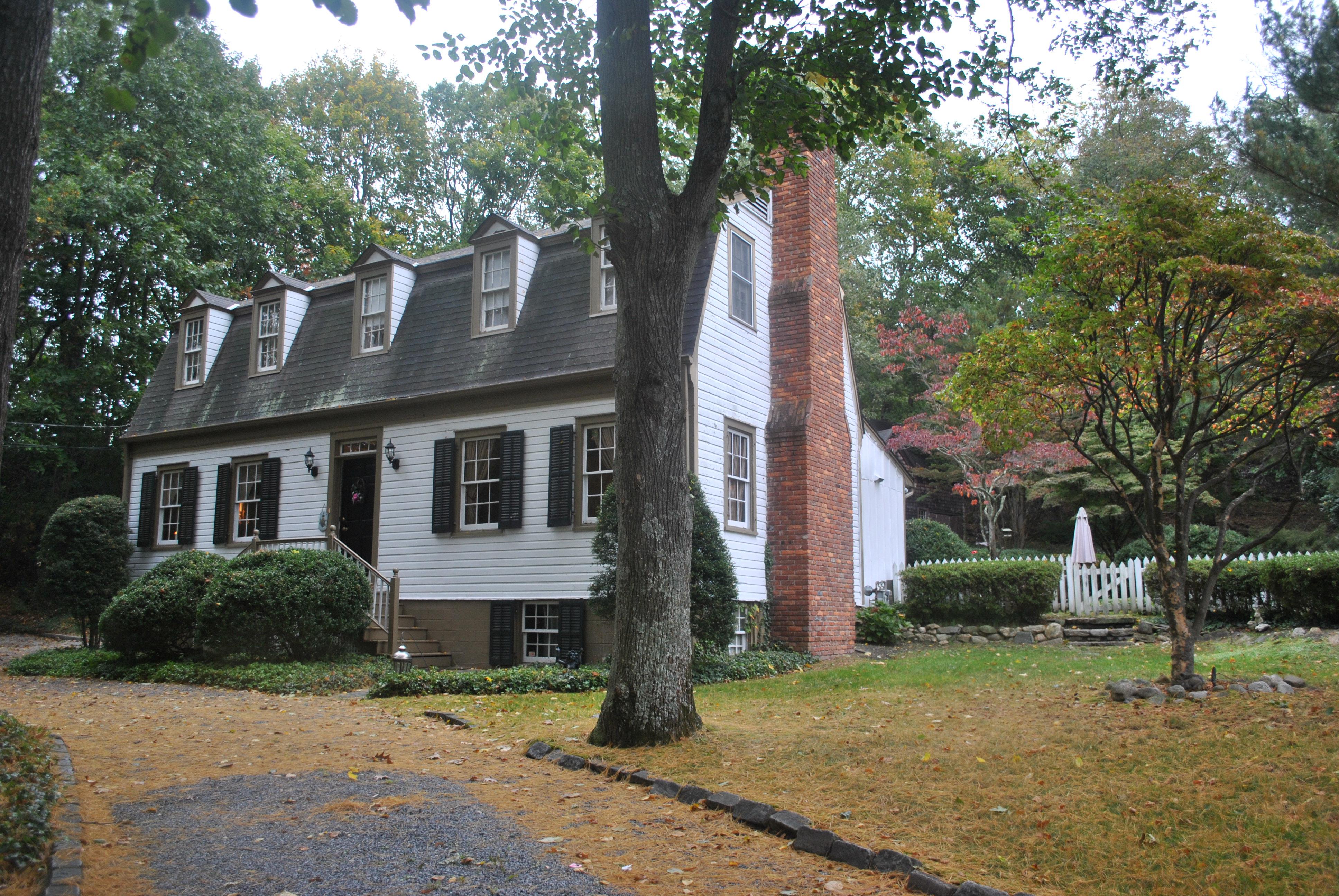 Einfamilienhaus für Verkauf beim Live Tax Free with Cottage & Antique Home 55 & 57 Main St Stony Brook, New York, 11790 Vereinigte Staaten