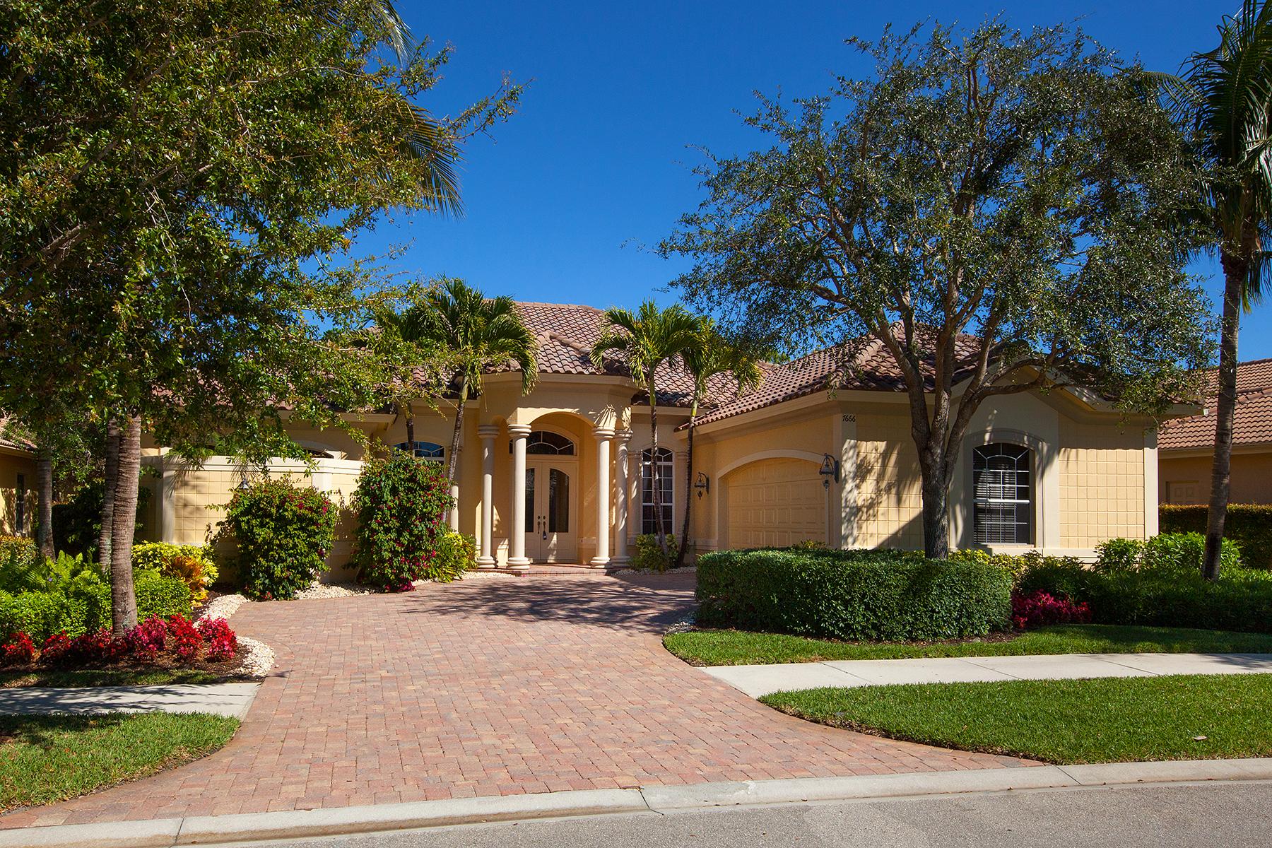 Maison unifamiliale pour l Vente à FIDDLER'S CREEK - MULBERRY ROW 7666 Mulberry Ln Naples, Florida 34114 États-Unis