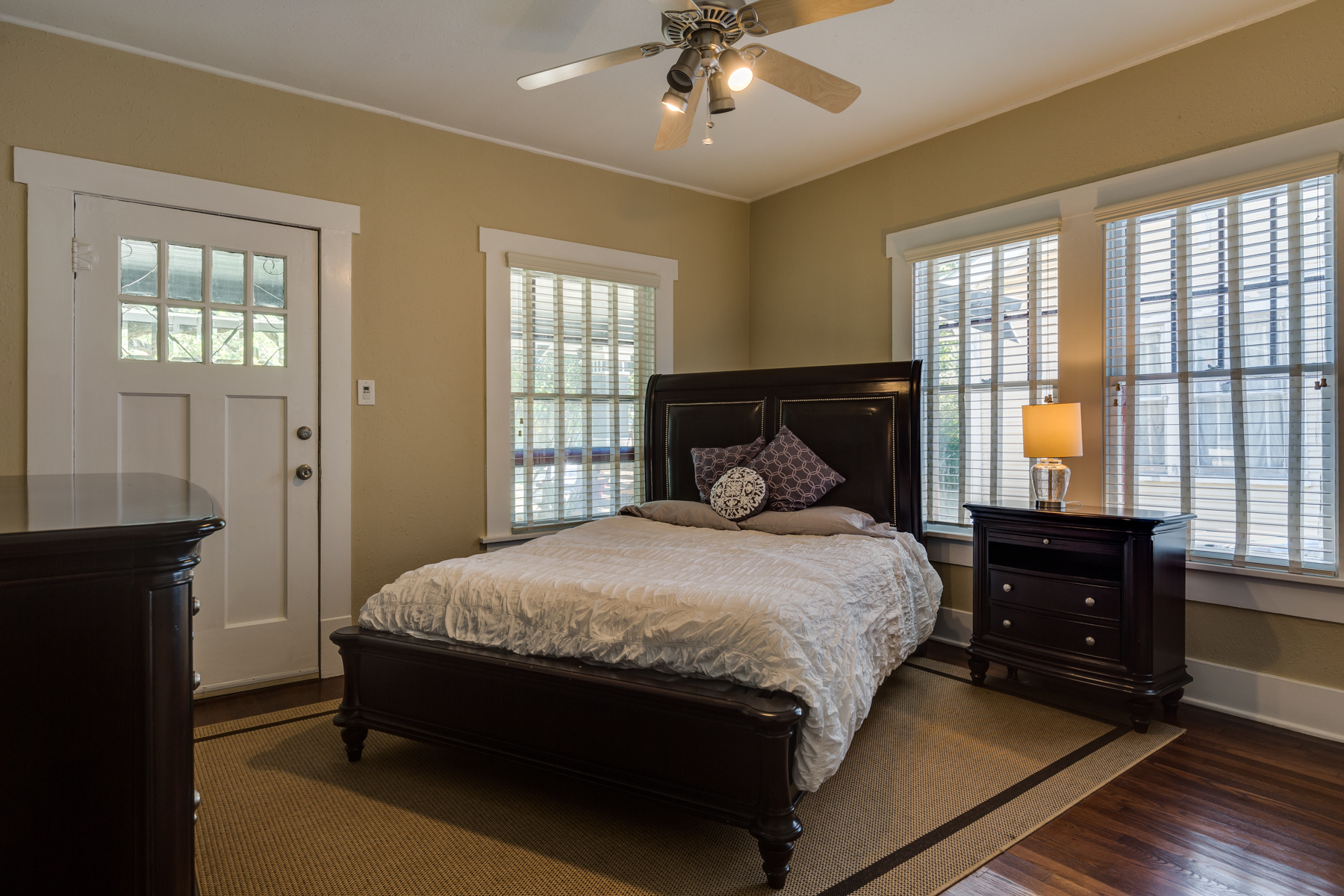 Additional photo for property listing at Urban Bungalow in Mahncke Park 346 Thorman Pl San Antonio, Texas 78209 United States