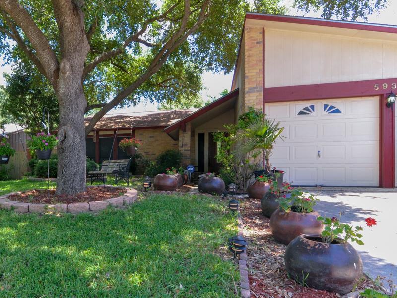 獨棟家庭住宅 為 出售 在 Great Home in High Country 5930 Lost Crk San Antonio, 德克薩斯州 78247 美國