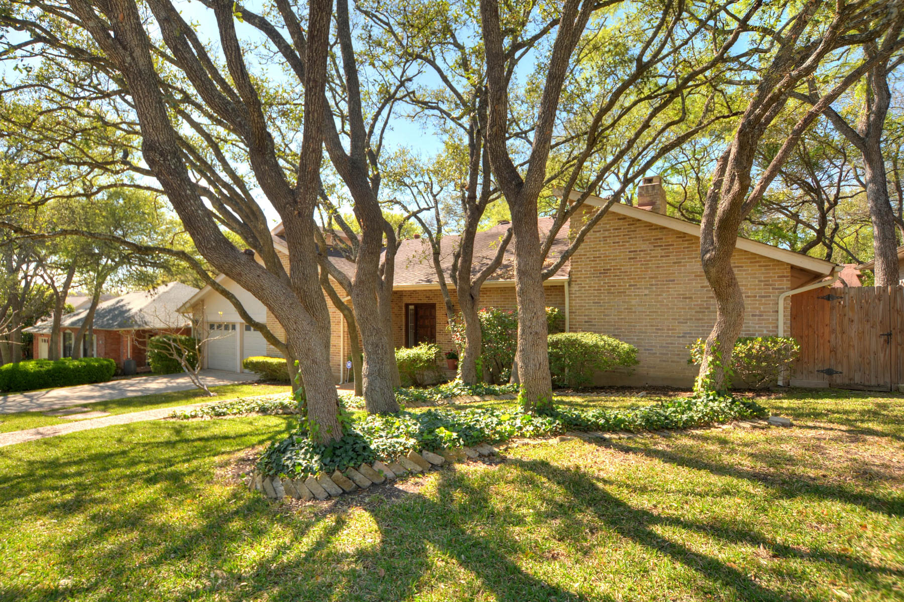 Additional photo for property listing at Elegant Home in Whispering Oaks 11415 Whisper Breeze San Antonio, Texas 78230 Estados Unidos
