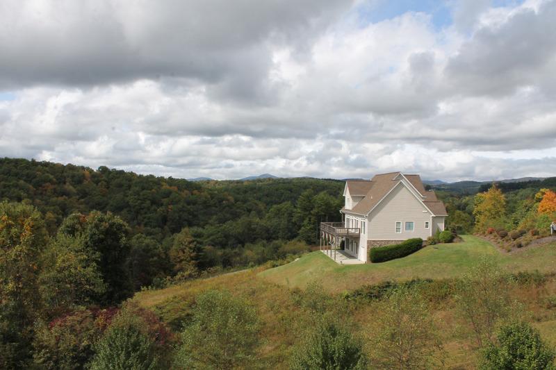 獨棟家庭住宅 為 出售 在 FLEETWOOD - TITUS RIDGE 378 Titus Ridge Drive Fleetwood, 北卡羅來納州, 28626 美國