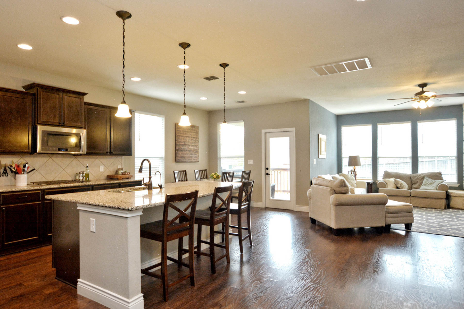 Additional photo for property listing at Beautiful Property in Gated Community in Boerne 27430 Valle Bluff Boerne, Texas 78015 Estados Unidos