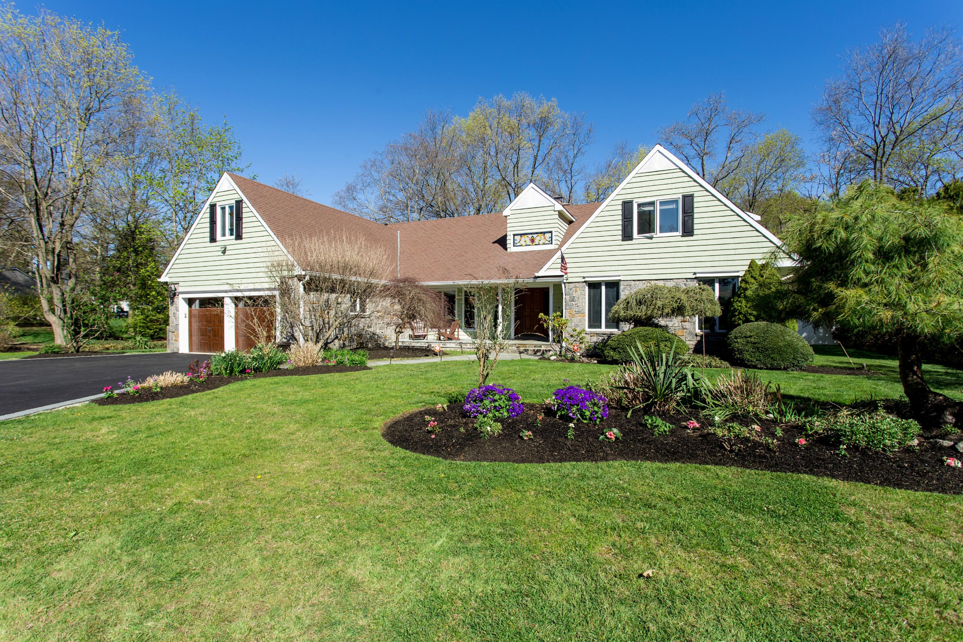 Villa per Vendita alle ore Colonial 12 Wyona Ct Huntington, New York, 11743 Stati Uniti