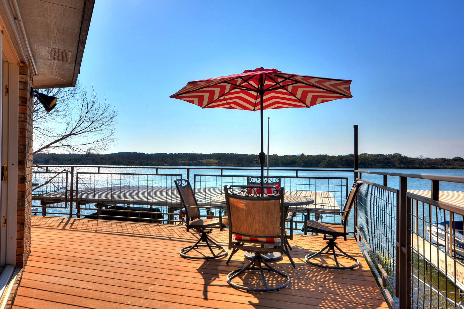 Additional photo for property listing at Enjoy the Good Life on Lake LBJ 110 Circle Pt Kingsland, Texas 78639 Estados Unidos