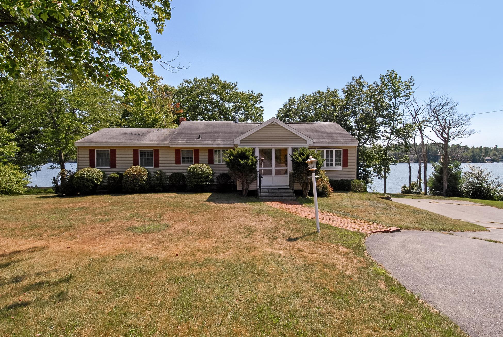 Maison unifamiliale pour l Vente à Halfmoon Lakefront Home 995 Suncook Valley Rd Alton, New Hampshire, 03809 États-Unis