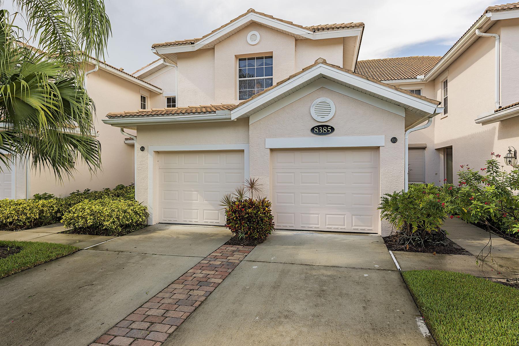 Condominio por un Venta en FIDDLER'S CREEK - WHISPER TRACE 8385 Whisper Trace Ln 203 Naples, Florida, 34114 Estados Unidos
