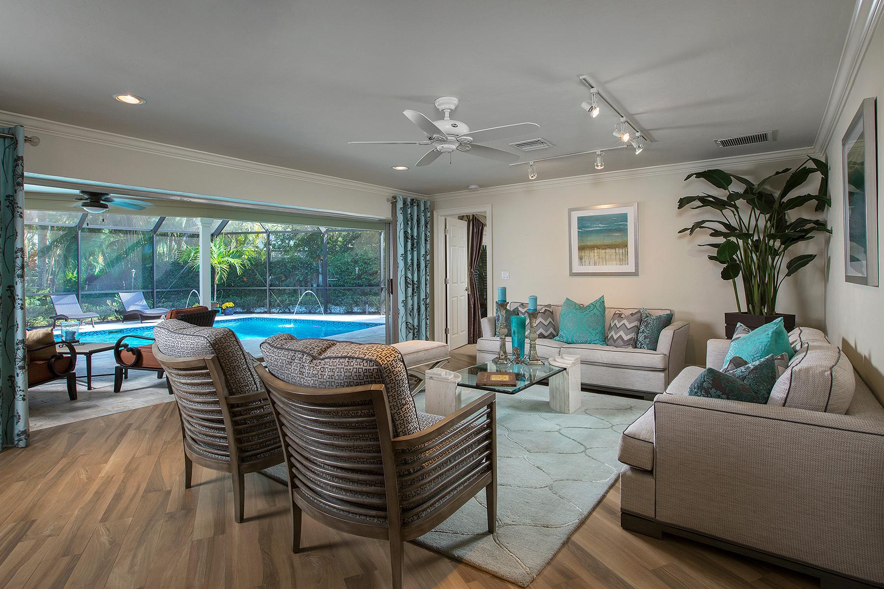 Einfamilienhaus für Verkauf beim MOORINGS 3252 Regatta Rd Naples, Florida, 34103 Vereinigte Staaten