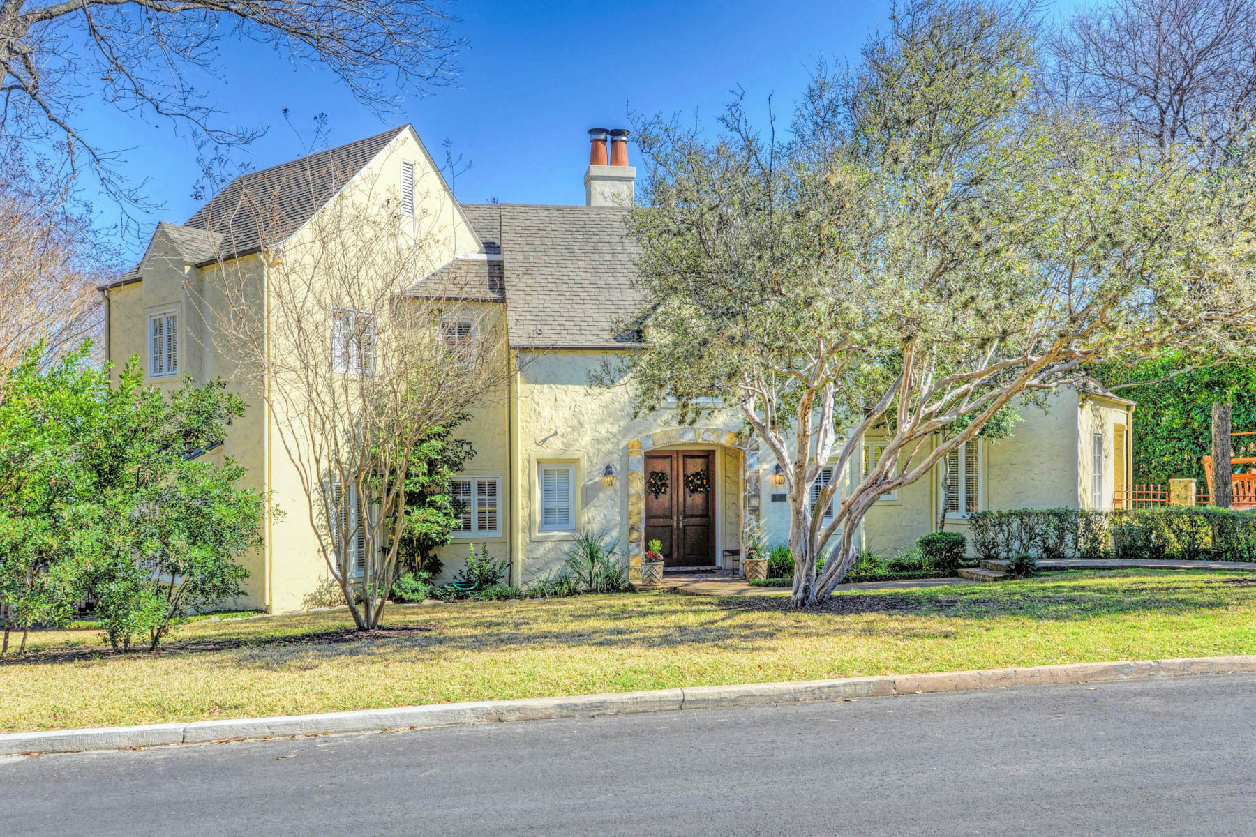 Single Family Home for Sale at Beautifully Designed Home in Alamo Heights 203 Mayflower Alamo Heights, San Antonio, Texas, 78209 United States