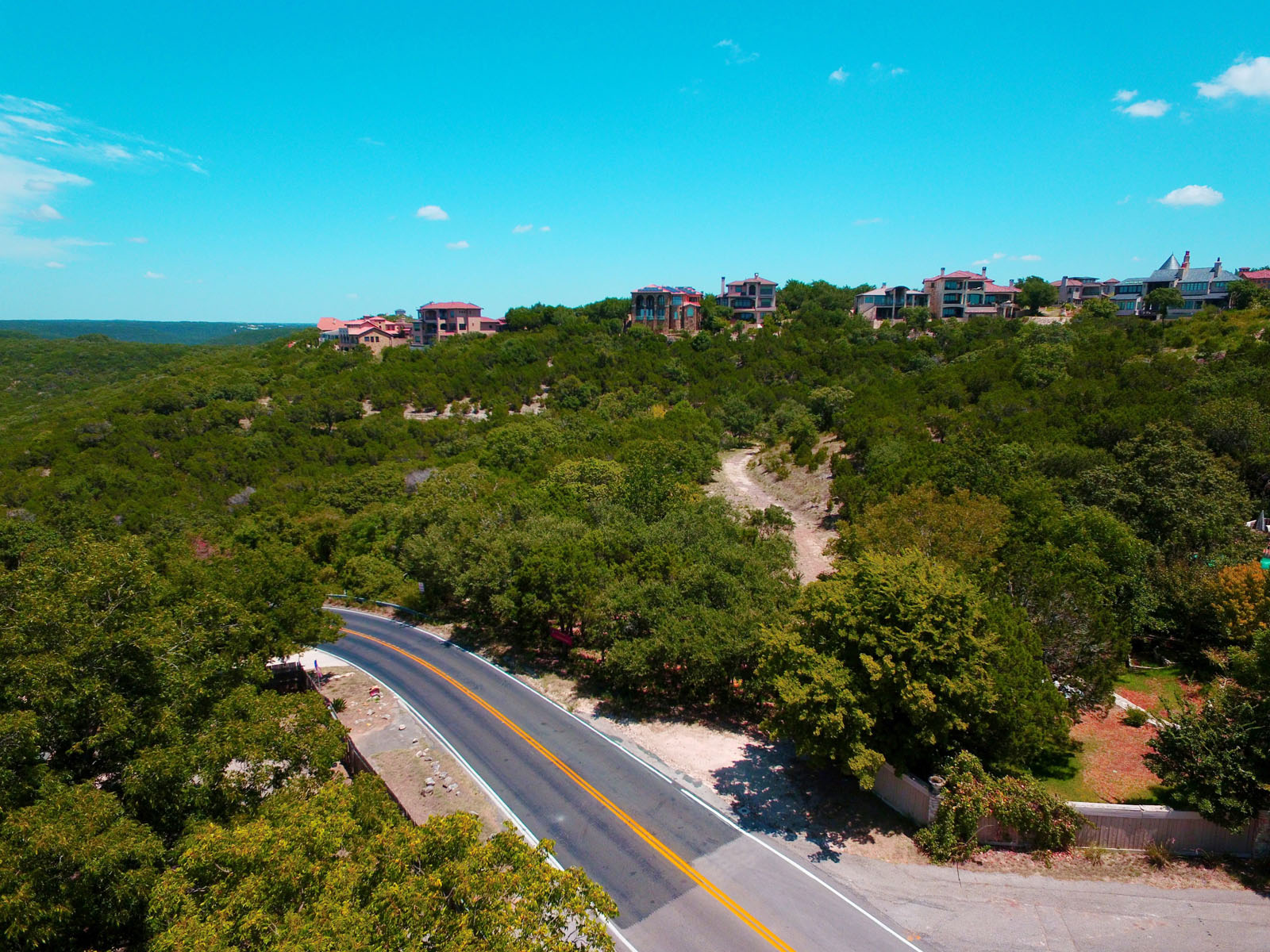 Additional photo for property listing at Beautiful and Private Estate Lot 104 Comanche Trl Austin, Texas 78732 Estados Unidos