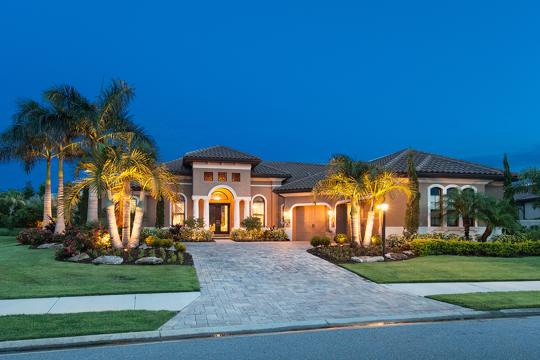 Villa per Vendita alle ore COUNTRY CLUB EAST 15512 Linn Park Terr Lakewood Ranch, Florida 34202 Stati Uniti