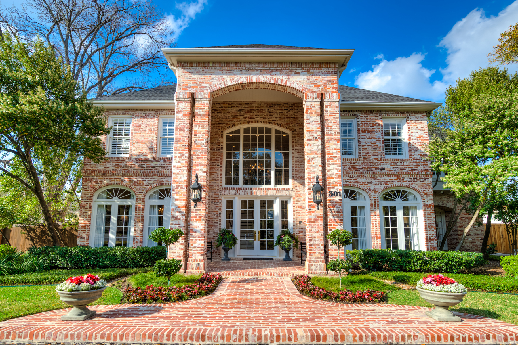 独户住宅 为 销售 在 Pristine Elegance & Grandeur in Terrell Hills 301 Geneseo Rd 圣安东尼奥, 得克萨斯州, 78209 美国