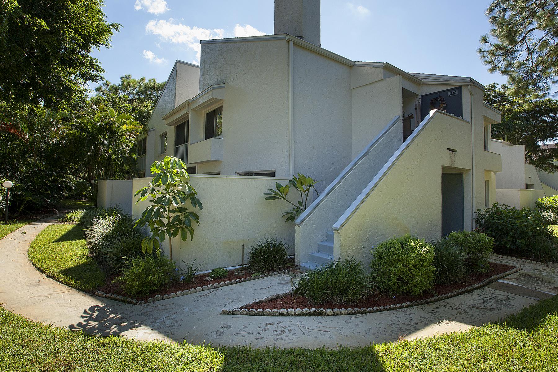 Condomínio para Venda às KINGS LAKE - CAMELOT 3140 Kings Lake Blvd 7548 Naples, Florida 34112 Estados Unidos